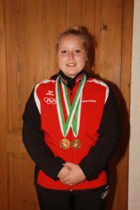 Patricia Rangger mit ihren zwei Goldmedaillen