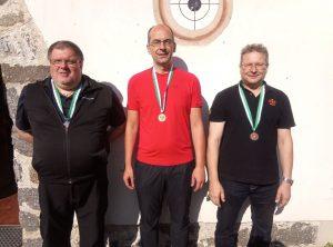 Siegerehrung 60 Liegend (v.l.): Hannes Gufler (2.), Christof Melmer (1.), Meinhard Floriani (3.)