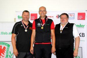 Medaillengewinner Senioren 1 60 Liegend (v.l.): Joachim Steinlechner (SG Absam, 2.), Christof Melmer (1.), Gufler Hanes (SG Umhausen, 3.)