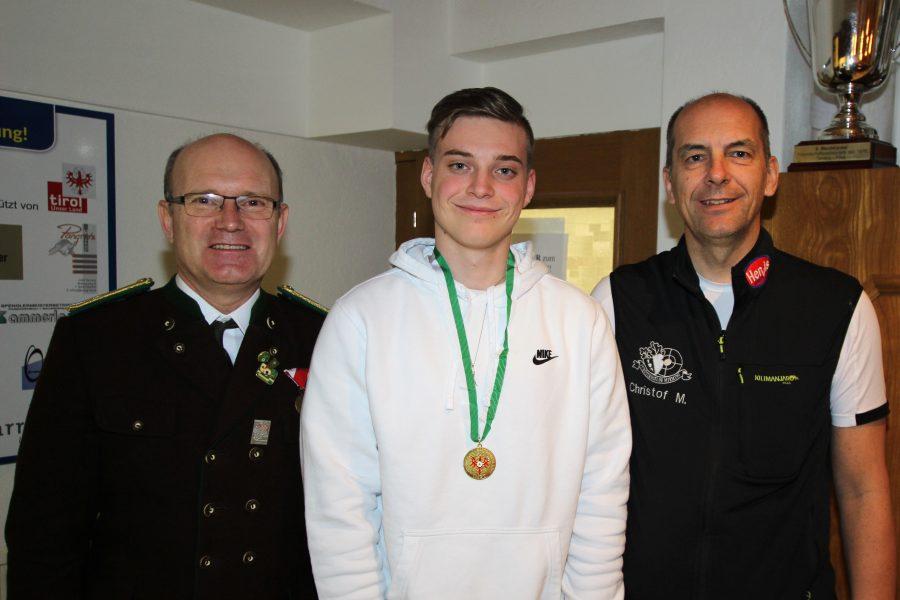Junioren: Sieger Stephan Riedl mit dem Bspl und dem BOSM